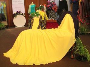 Vestito con strascico realizzato al corso di modellistica e sartoria a Padova - Graziella Laveder